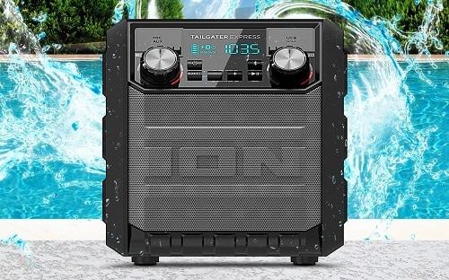 Radio d'extérieur ION au bord de la piscine