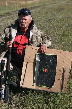 Auteur avec une nouvelle cible tirée à 150 mètres via l'Alexander Arms 17.