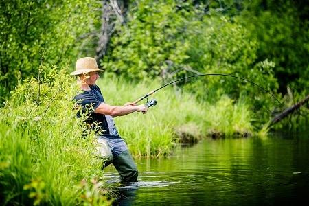 pêcheur a attrapé du poisson
