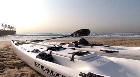"""Fishing-kayak-on-shore """"width ="""" 450 """"height ="""" 249 """"srcset ="""" https://www.armesloisirs.com/wp-content/uploads/2021/03/fishing-kayak-on-shore.jpg 450w, https://outdoorempire.com/wp-content/uploads/2016/11/fishing-kayak-on-shore-300x166.jpg 300w """"data-lazy-tailles ="""" (largeur maximale: 450px) 100vw, 450px """"src = """"https://www.armesloisirs.com/wp-content/uploads/2021/03/fishing-kayak-on-shore.jpg"""" /></p> <p><noscript><img class="""