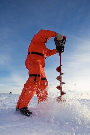 tarière coupant la glace
