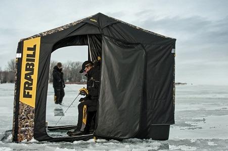 Pêcheurs en tente Frabill sur lac gelé