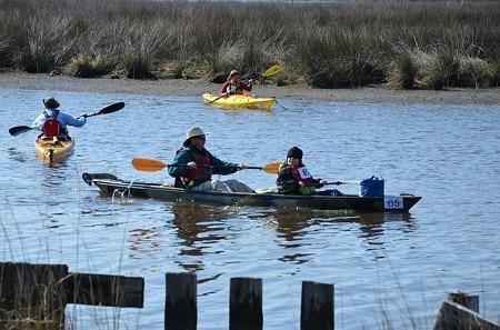 canoë et kayaks sur l'eau