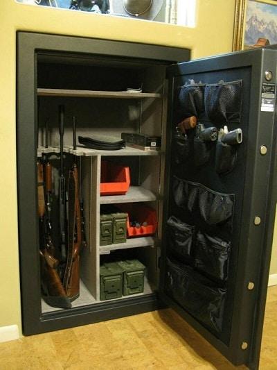 coffre-fort pour pistolet monté sur le mur