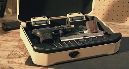 ouvrir le coffre-fort avec 2 pistolets