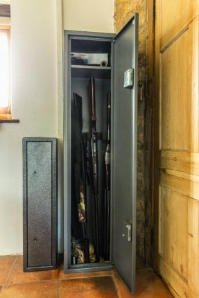 ouvrir le coffre-fort pour les carabines