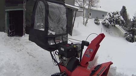 souffleuse à neige avec pare-vent