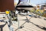Comment installer un treuil de remorque de bateau (y compris le retrait de l'ancien)